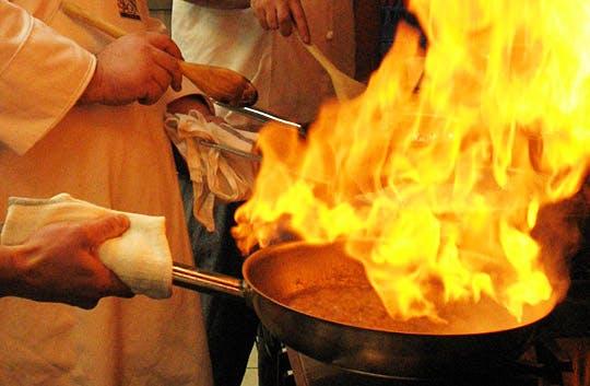 Aceite caliente en una sartén